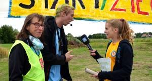 Ferienreporterin Angelina interviewt die Sport-Neigis (Animateure) Kerstin und Hauke beim Lenstix-Lauf