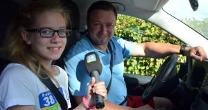 Ferienreporterin Angelina interviewt den Lenstix-Fahrdienst Olli.